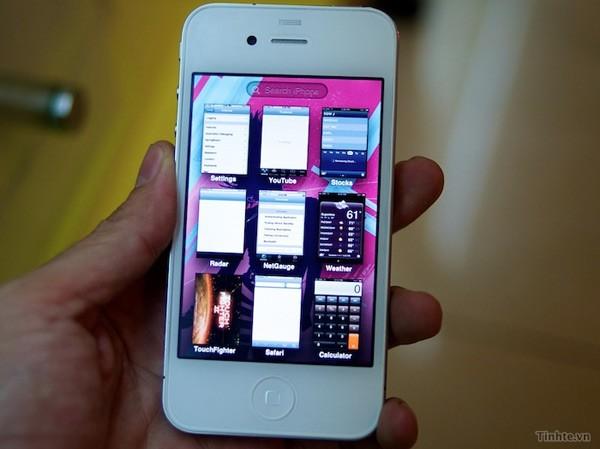 Bílý iPhone 64 GB s novým iOS