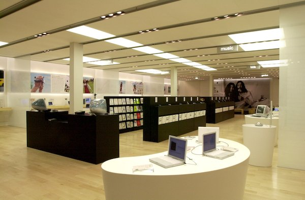Apple - Tyson's Corner Retail Store (at opening)
