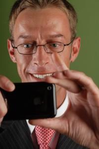 daniel-gordon-and-his-iphone 1