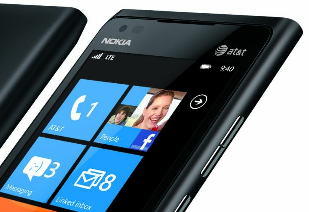 nokia-lumia-900-black-angle-crop