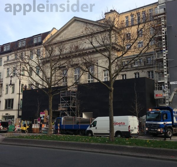 Berlin Apple store before the wall was taken down