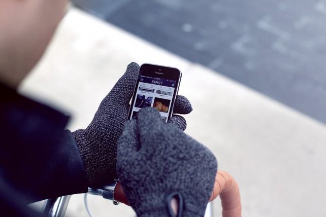 Mujjo Launches Double-Layered Touchscreen Gloves For Those In Colder Climates
