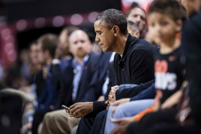 President Obama Still Uses His BlackBerry Rather Than An ...