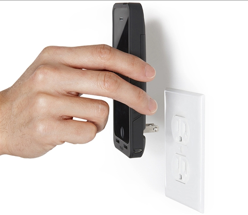 Macworld/iWorld 2014: Get Charging With Prongs PocketPlug For The iPhone