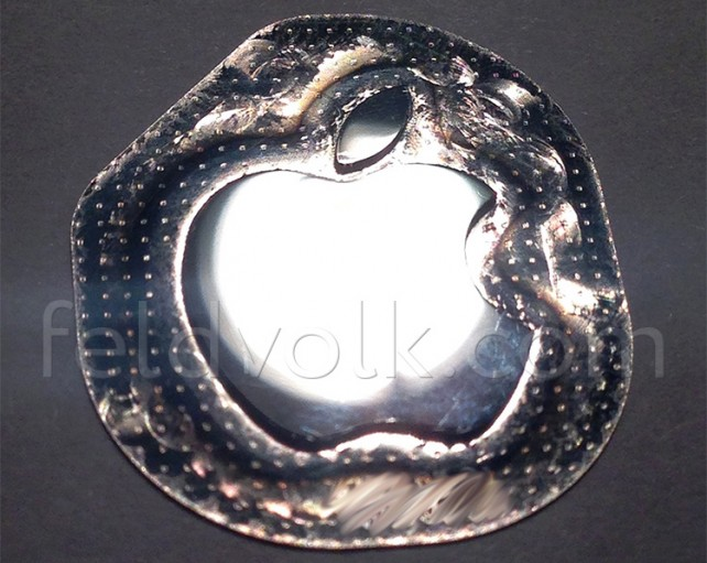 New images show off the scratch-resistant Apple logo for a bigger, 4.7-inch 'iPhone 6′