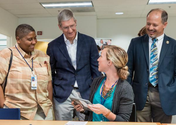 Apple CEO Tim Cook visits veterans and doctors at iPad-equipped Palo Alto VA hospital