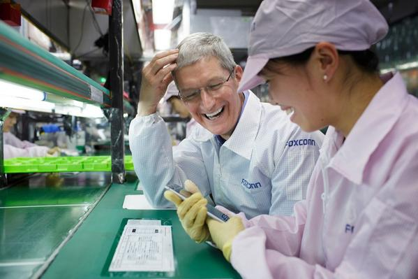 Apple CEO Tim Cook visits Foxconn's iPhone 6 factory in Zhengzhou during trip in China