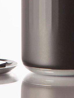 black-cup-bottomview-74c04a35cbdb79f891cbb5263a6fb7cd