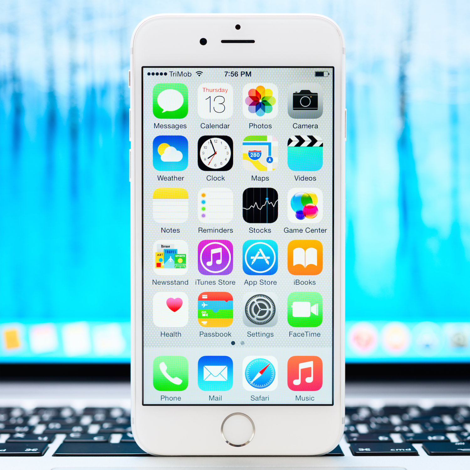 New Ios 8.1 Homescreen On An White Iphone 6 Display