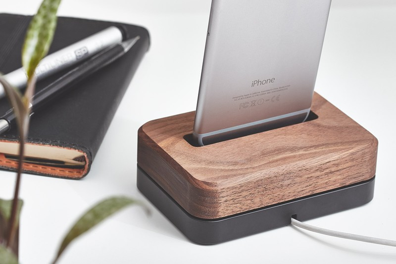 grovemade-walnut-iphone-6-dock-galb-B1_800x800_90