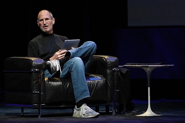 Steve Jobs Replies: The iPhone To Get An Universal Inbox & The iPad Will Sync With iWorks