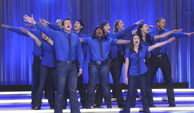 "iTunes Pushes ""Glee"" Cast Past The Beatles"
