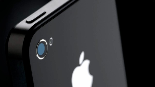 Are iPhone Users Running To Verizon? AT&T's Chief Responds