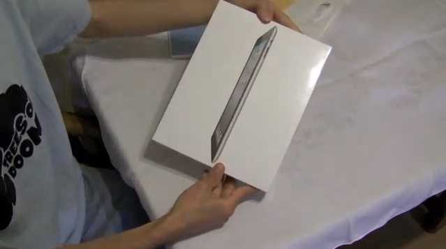 The iPad 2 Launch Day Experiences And Unboxing Video