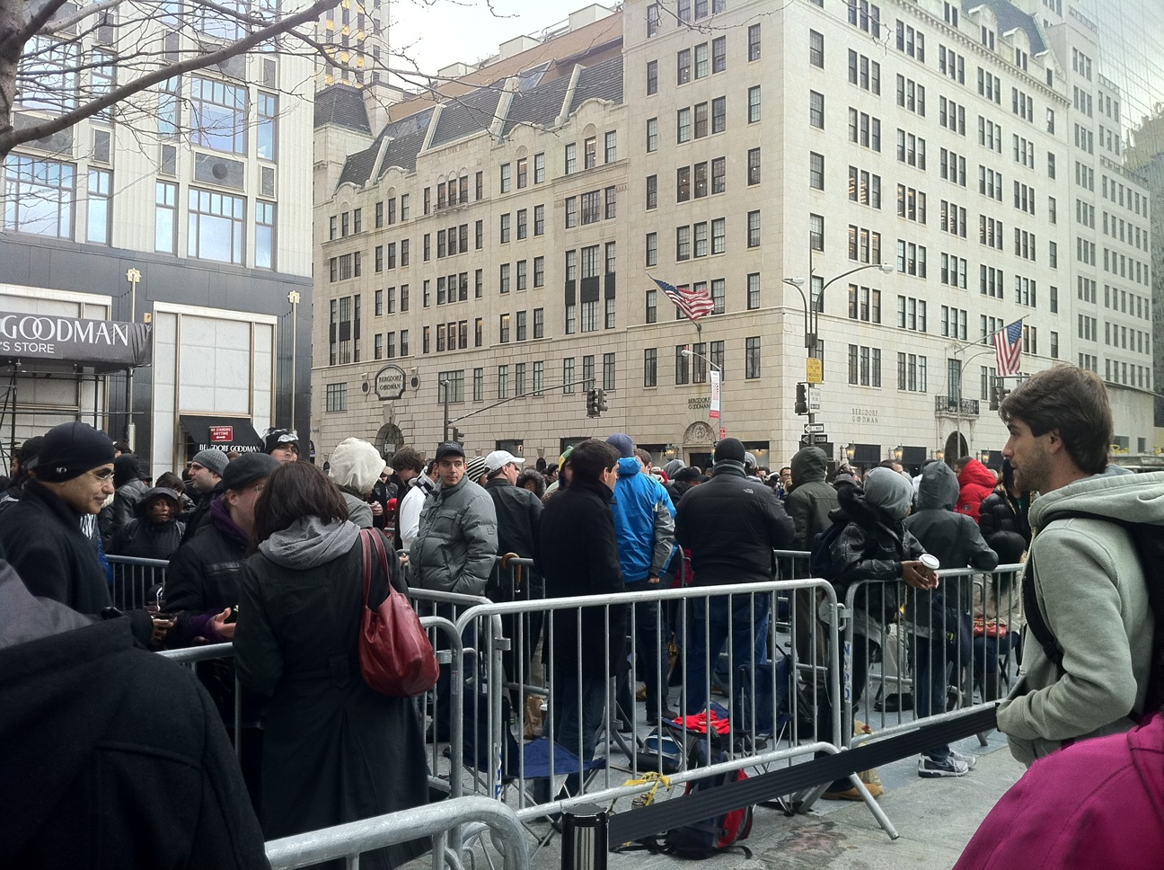 People Are Still Lining Up For The iPad 2 Nearly Three Weeks Since Its Debut