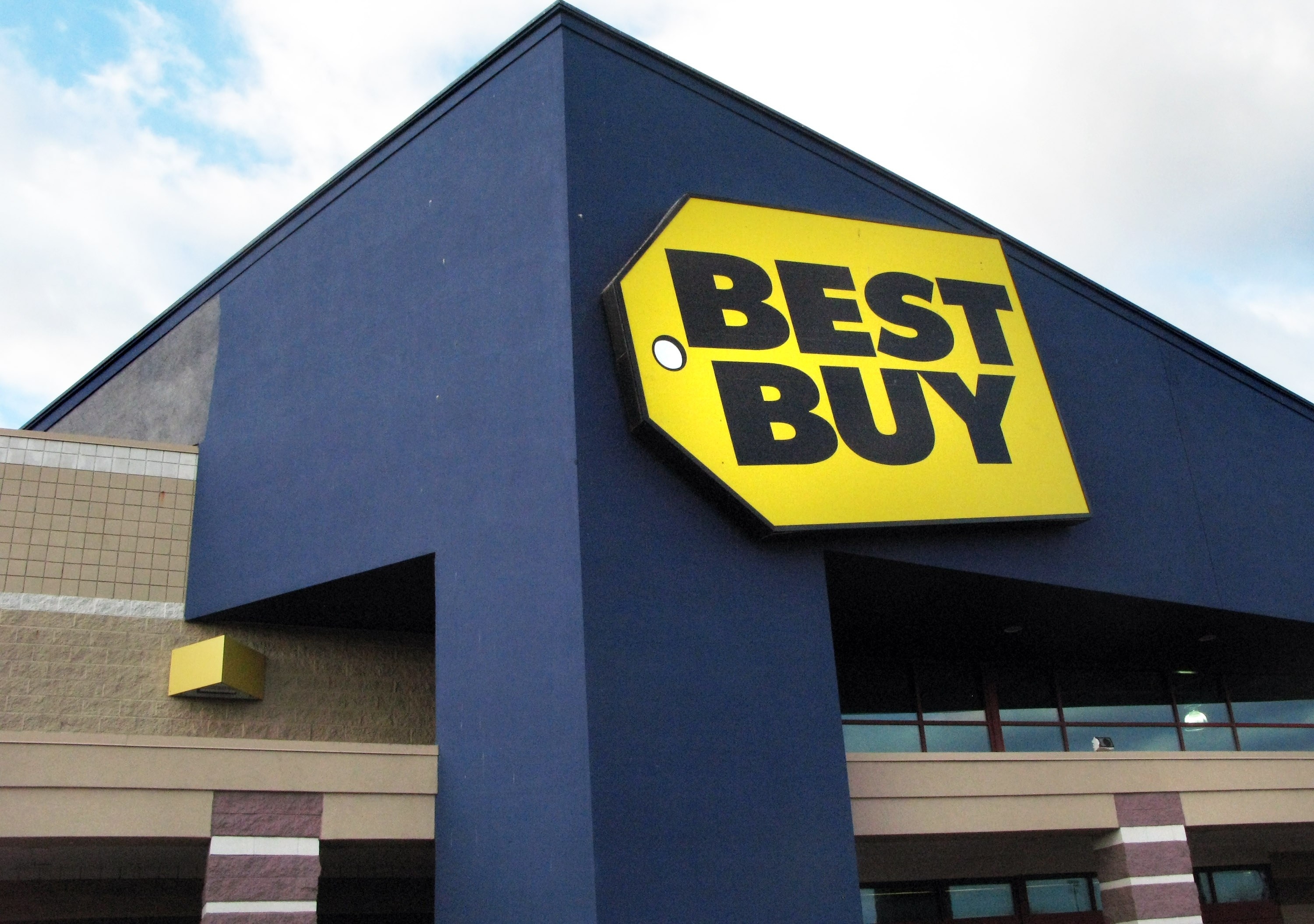 Never Mind - Apple Still Loves Best Buy