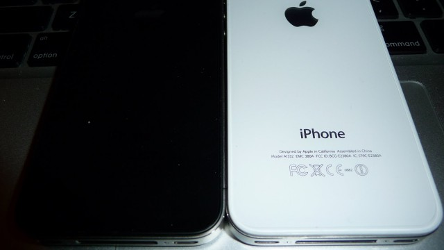 Say What? White iPhone To Debut At End Of Month - Report