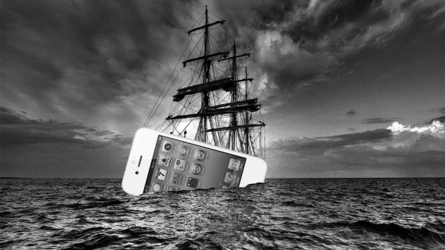 White iPhone 4 Makes Landfall On American Shores