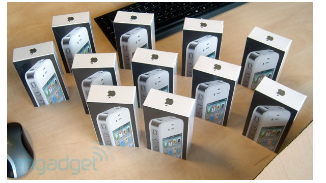 Retailers Receiving White iPhone 4 Shipments - Photos