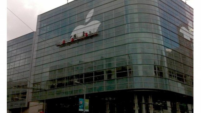 Apple Starts Adorning The Moscone With WWDC Signage