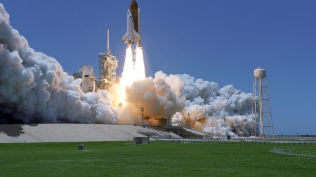 Atlantis, The Final Space Shuttle, Launches Today - What Apps Do You Need?