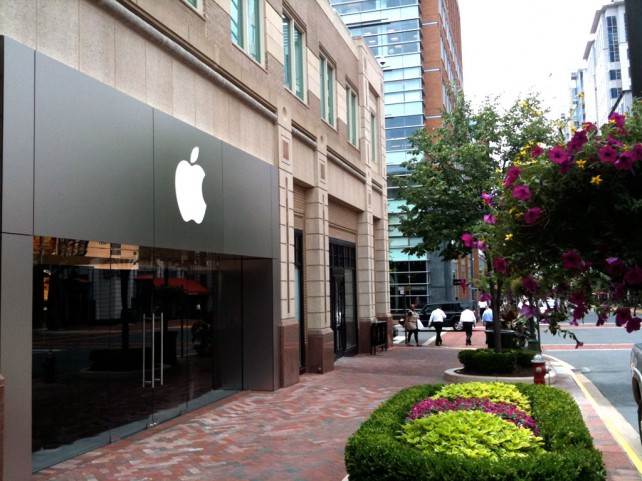 New Apple Store In Valencia Forces Reseller To Close