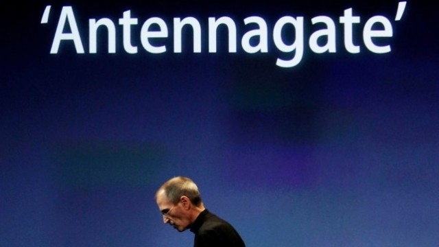 Apple Awarded Patent For 'Antennagate' Design