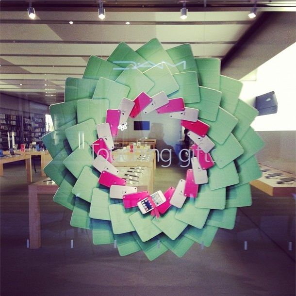 Apple Retail Stores Are Getting Into The Holiday Spirit With This New Display