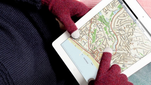 Keep Your Hands Warm And Get Your Touchscreen On With The Etre FIVEPOINT Gloves