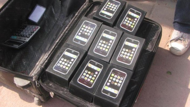 Chinese Scammers Adopt New Tricks, Build iPhones Using Fake Parts