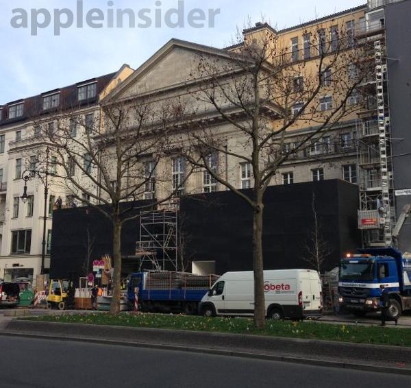 Berlin Apple store before the wall was taken down