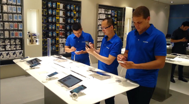 Samsung Is Hoping To Take Apple's Mini Store Concept And Run Them Over With It
