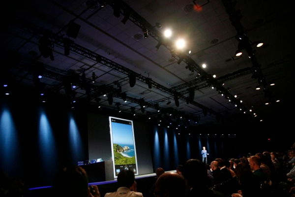 Apple Demos New Photos App On iOS