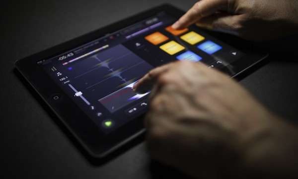 Overview: Drop The Bass With Algoriddim's Djay 2