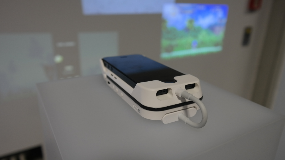 Aiptek's Upcoming Battery Case-Projector For The iPhone 5 Looks Picture Perfect
