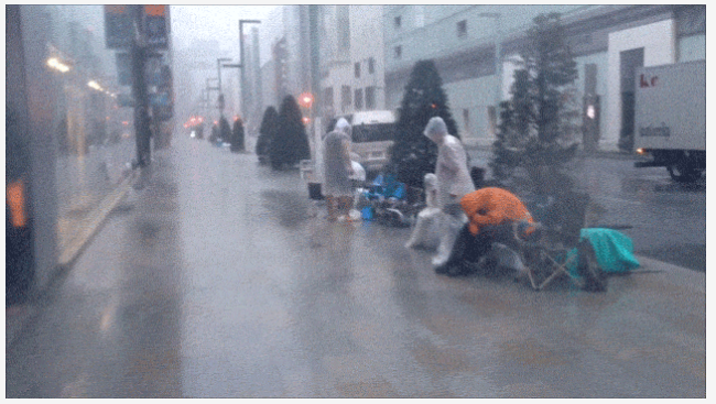 In Japan, Typhoon Disrupts iPhone Queue As Customers Take Refuge In Apple Store
