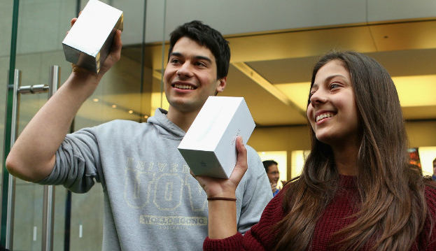 Apple Announces Its First Weekend iPhone Sales: Best Launch To Date