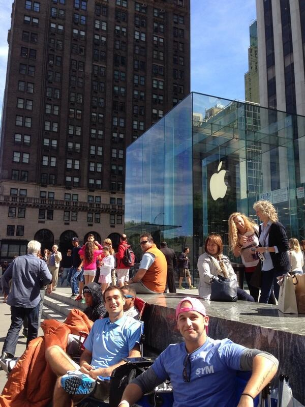 Lines Begin To Form Outside Key Apple Store As New iPhones Set To Arrive