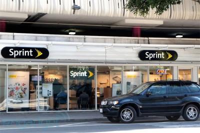 Sprint Swings To A Net Profit, But Bleeds Customers