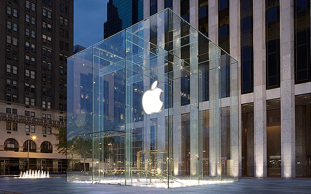 Storm Crew Damages The Iconic Cube At Apple's Fifth Avenue Store