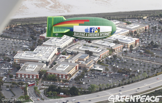 Greenpeace Blimp Praises Apple, Google For 'Building A Greener Internet'