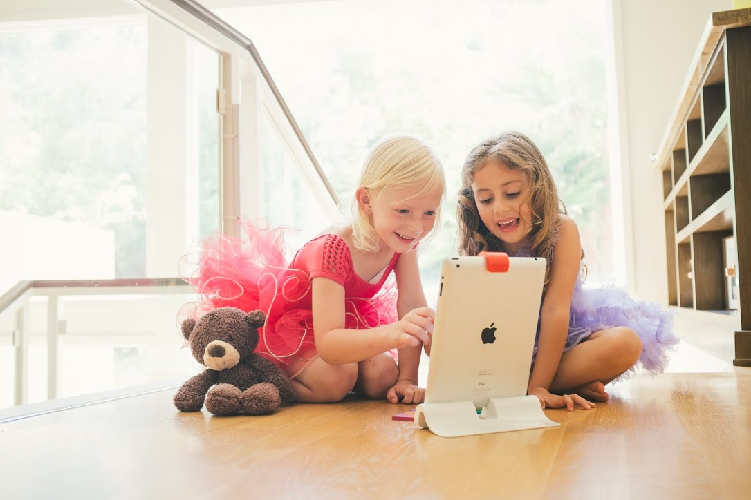 Osmo Is A New Gaming Device For iPad That Encourages Kids To Think Outside The Box
