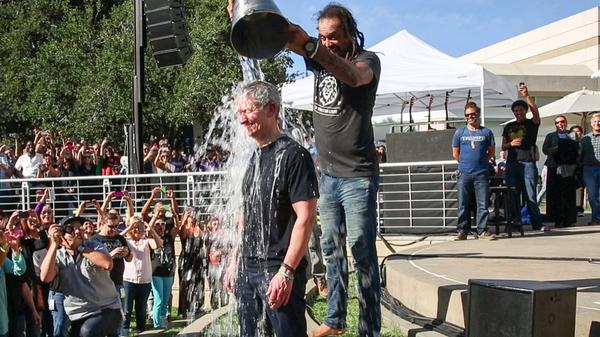 Tim Cook accepts Phil Schiller's 'ice bucket challenge' to raise ALS awareness