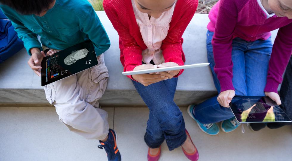Apple plans to re-bid for suspended $1 billion iPad school contract