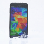 A Samsung Galaxy S 5 takes the ALS ice bucket challenge, mocks the iPhone 5s
