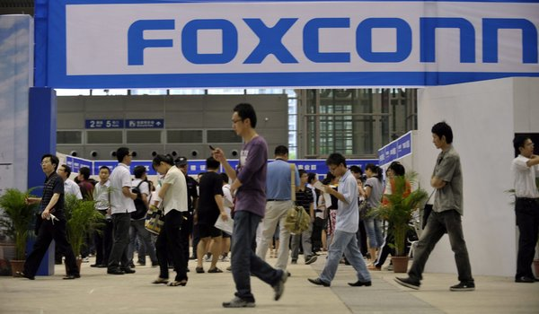Foxconn wants to make high-end screens for Apple and others