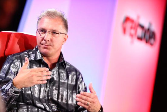 Apple's Greg Joswiak said iOS 8.0.1 disaster was caused by issues with software distribution