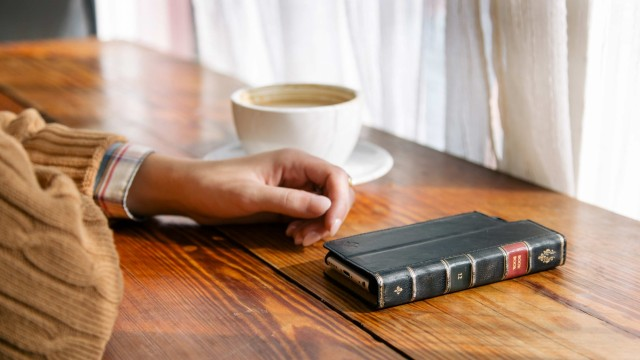 Twelve South is now offering a new and improved BookBook case for iPhone 6 and iPhone 6 Plus
