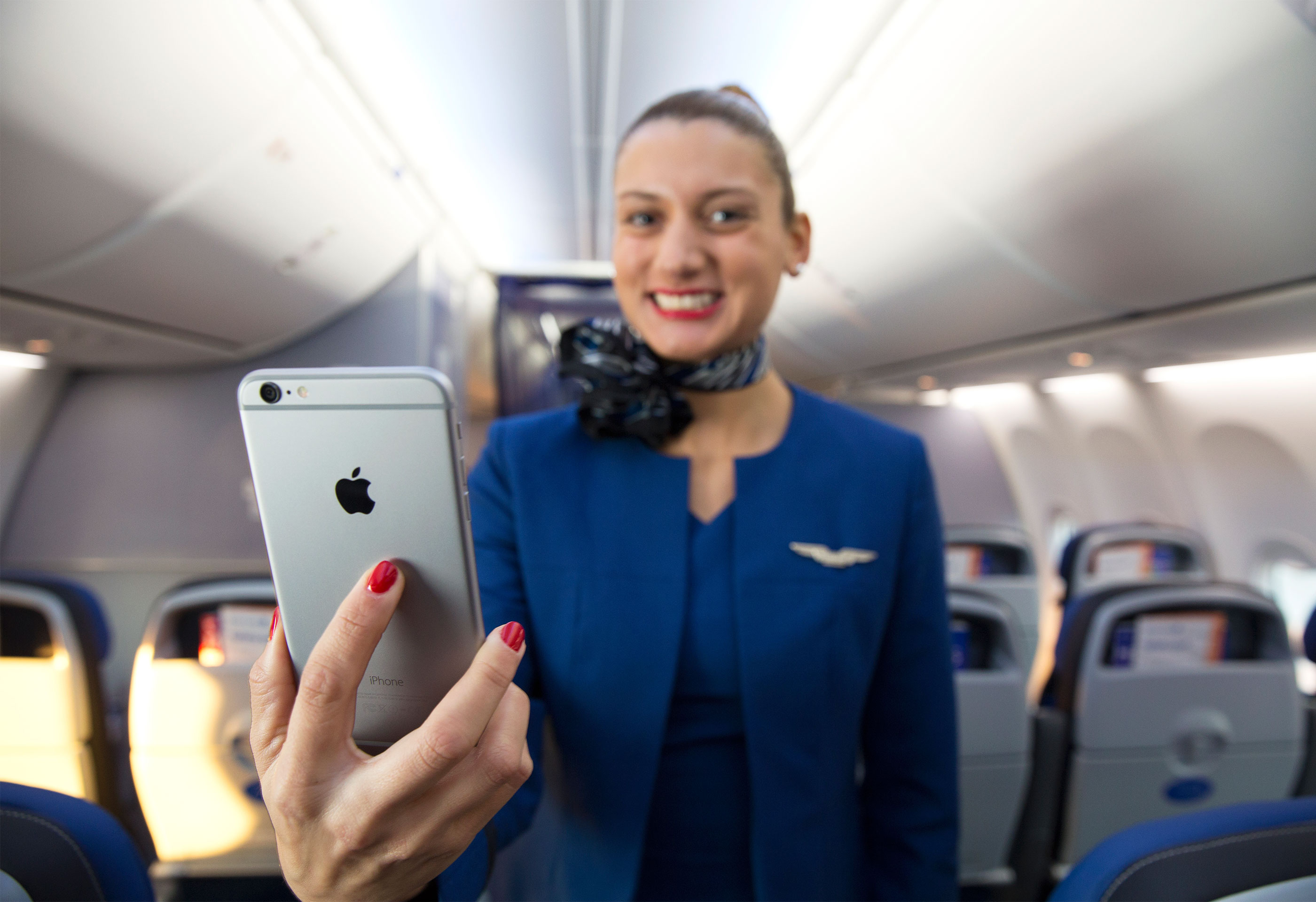 United Airlines flight attendants to get iPhone 6 Plus to better provide flyer-friendly service