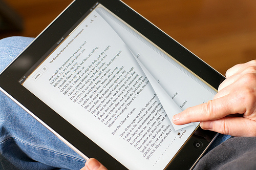Apple's Eddy Cue publicly discusses the e-book price fixing case for the first time